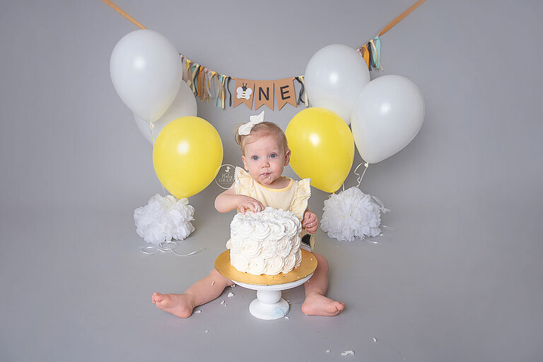 First Birthday Cake Smash Photographer Austin TX | Good to Bee One!